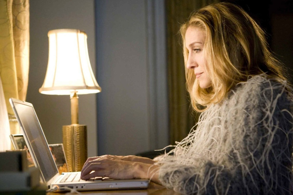 Carrie-Bradshaw-Writing-Sex-And-The-City