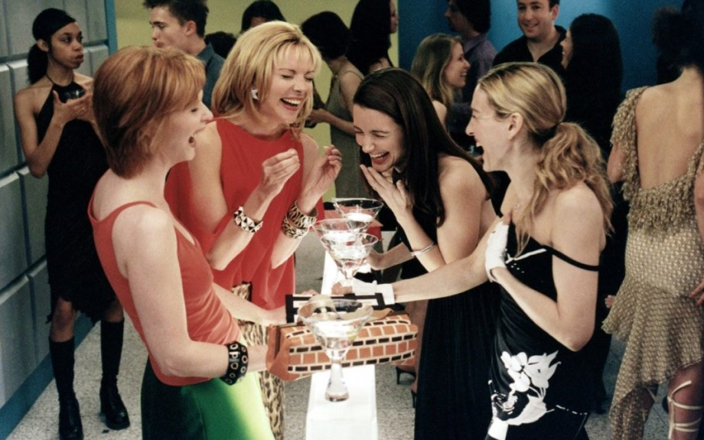 Sex-and-the-city-laughing-martini-drinks-friends