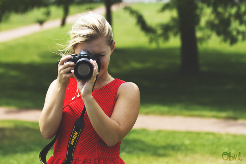 Red-dress-smalls-park-summer-camera