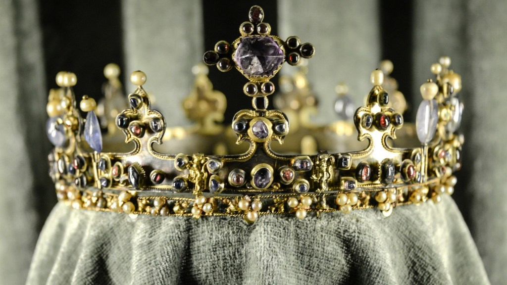 crown-antique-jewelry-wide-hd-wallpaper-1