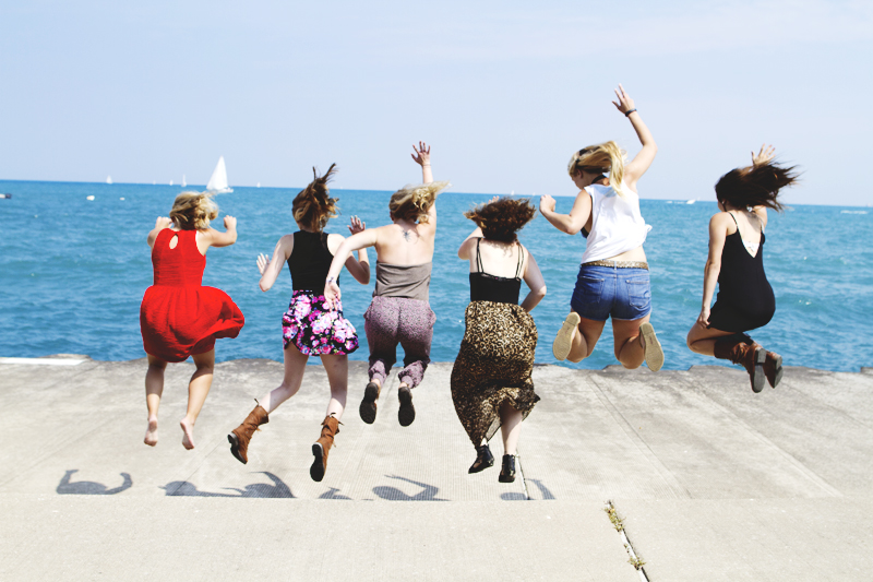 Women-Jumping-Lake-Michigan-Chicago