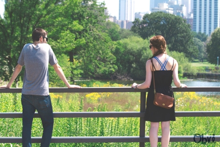 Couple in Chicago at the Lincoln Park Zoo in the Summer
