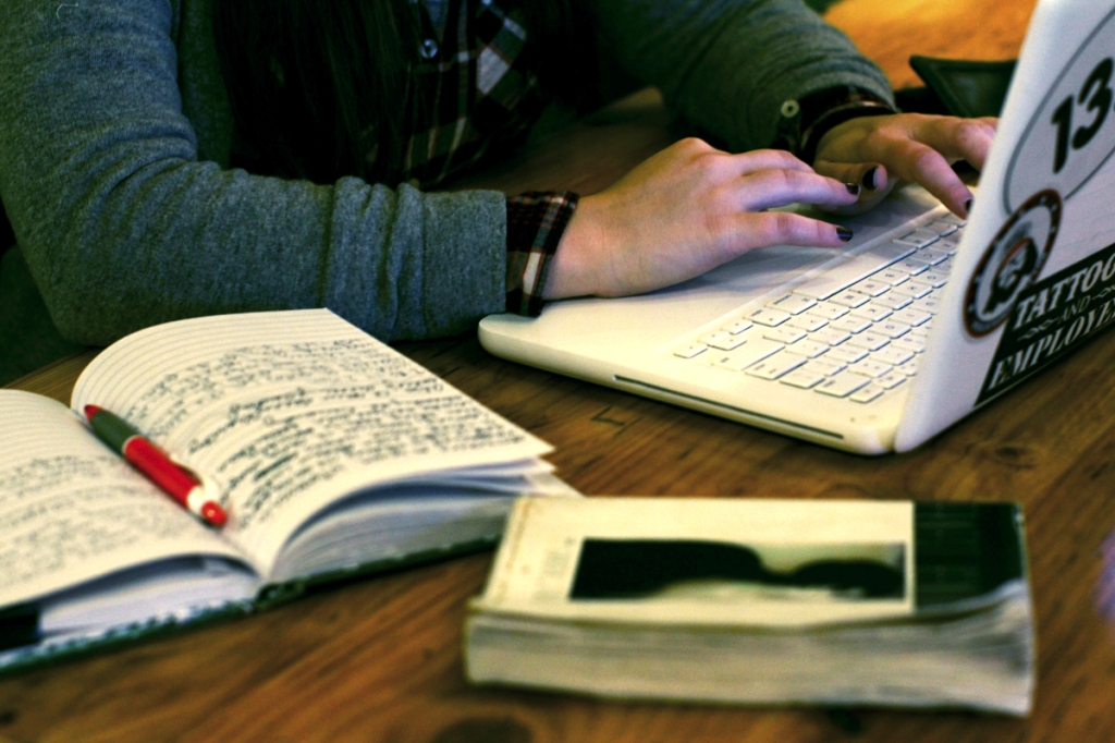 Computer-Notebook-Hands-Coffee-Shop