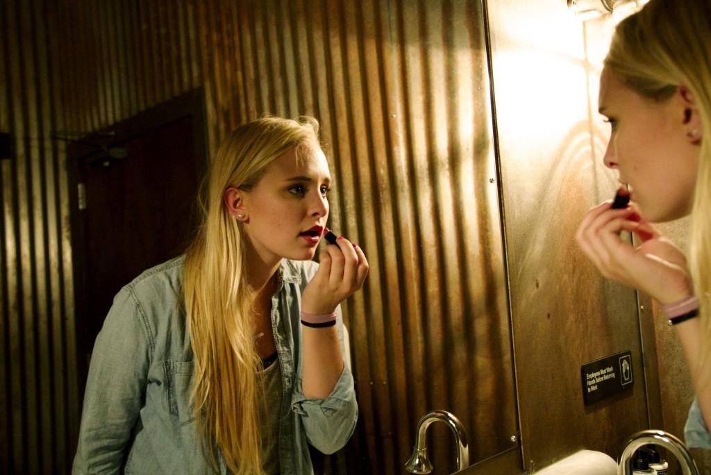 Blonde-woman-lipstick-bathroom
