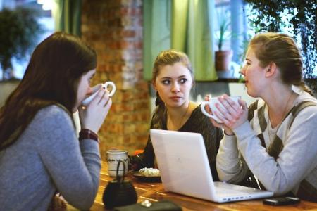 Talking-in-coffee-shop
