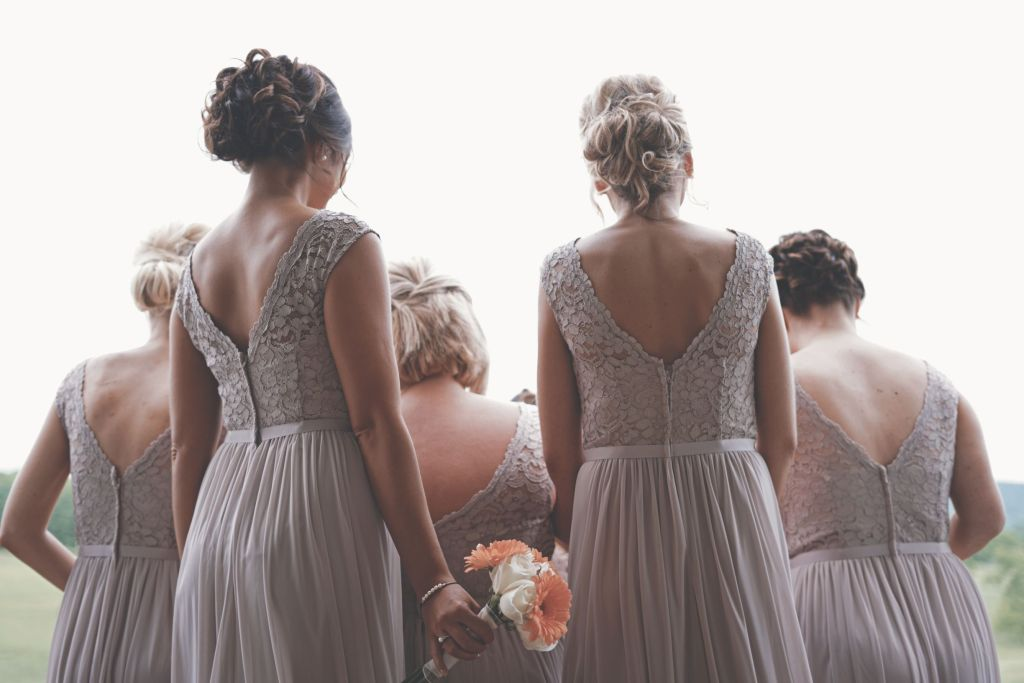 bridesmaids-at-wedding-from-behind